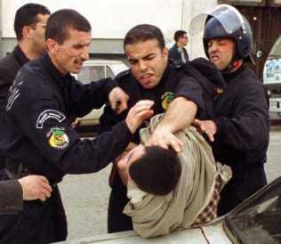 manifestant frappé