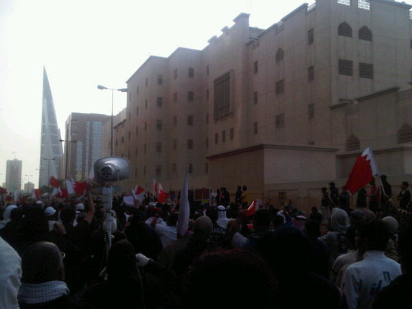 manifestation devant l'ambassade saoudienne à Manama