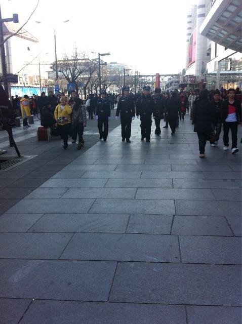 policiers shangaï 6 mars