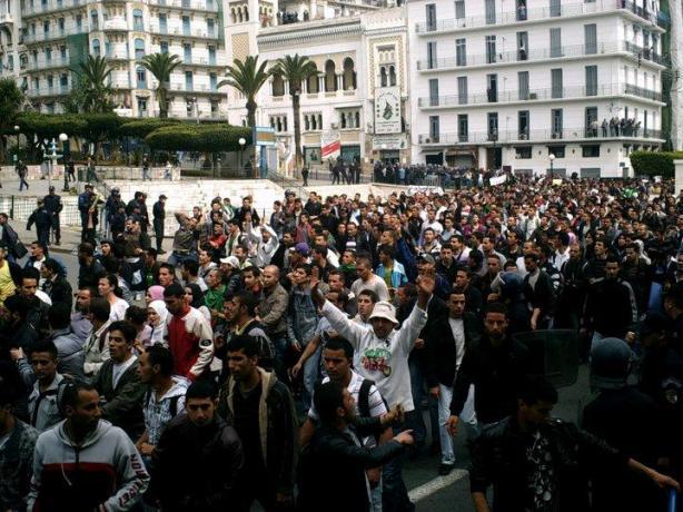 Début de la marche des étudiants