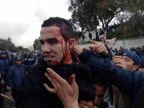 Repression des marches à Alger