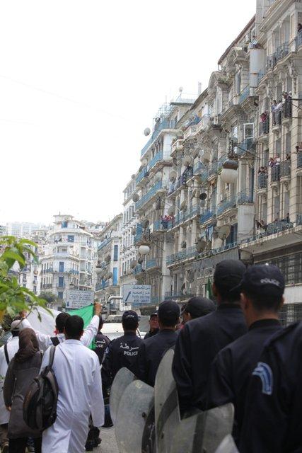 La police escorte les medecins résidents