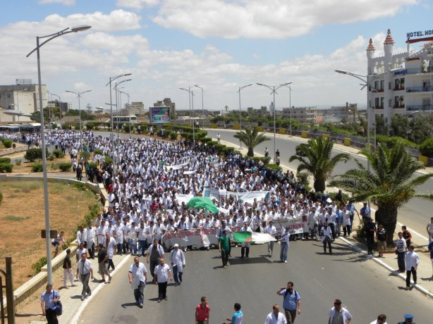 Marche des médecins résidents à Oran 08-06-2011