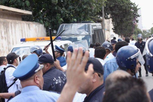 Répression policière devant l'hopital d'Oran 08-06-2011