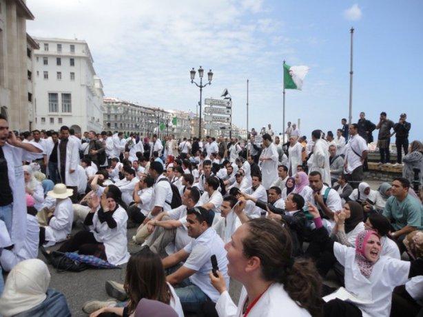 Sit-in des résidents devant l'APN