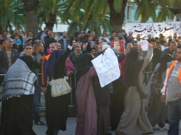 Les niqabs font leur défilé