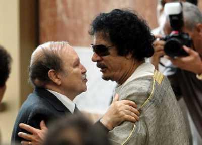 Bouteflika a coté du dictateur Libyen déchu Mouammar Qaddafi